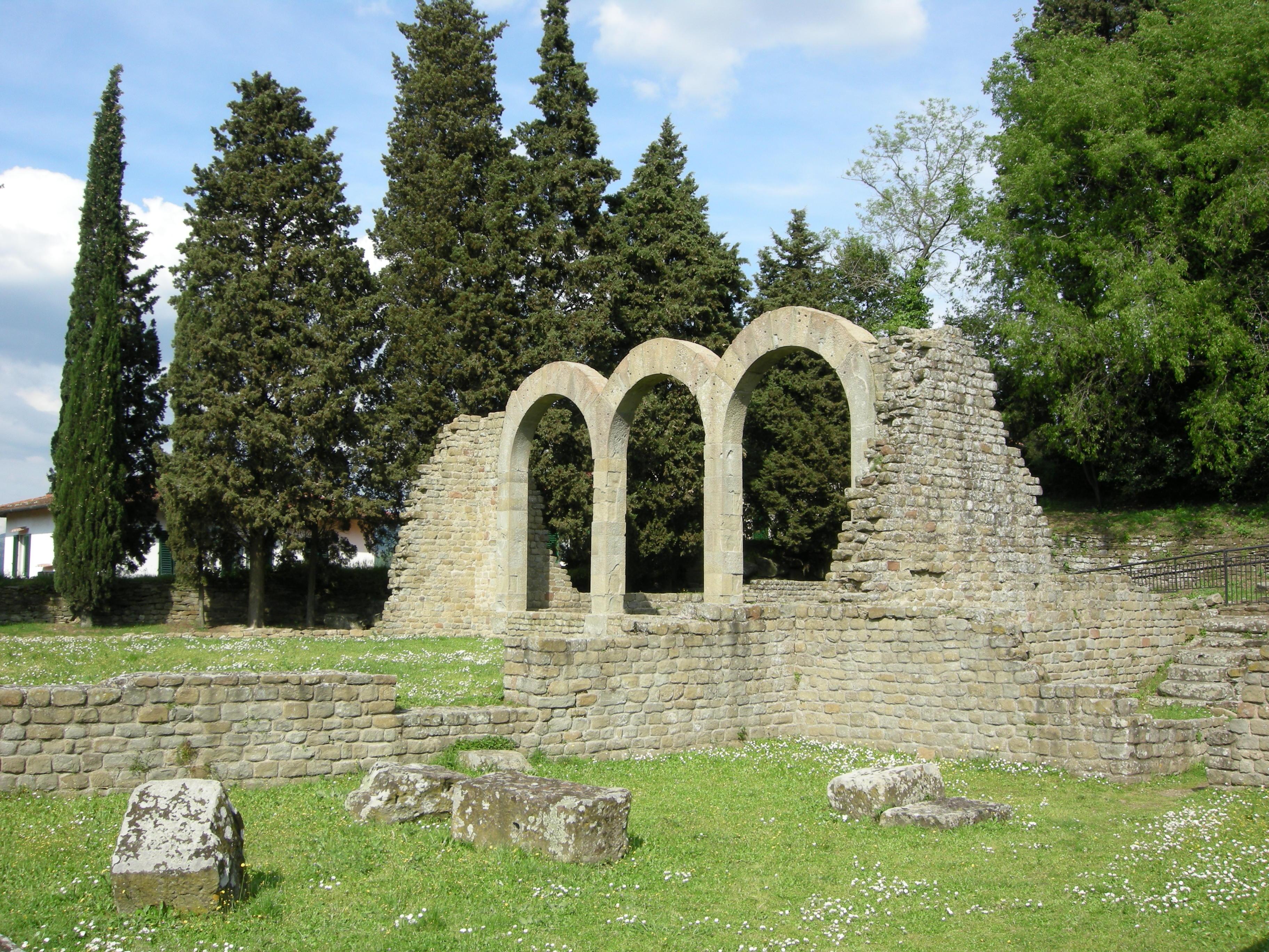 Fiesole,_area_archeologica,_terme_02