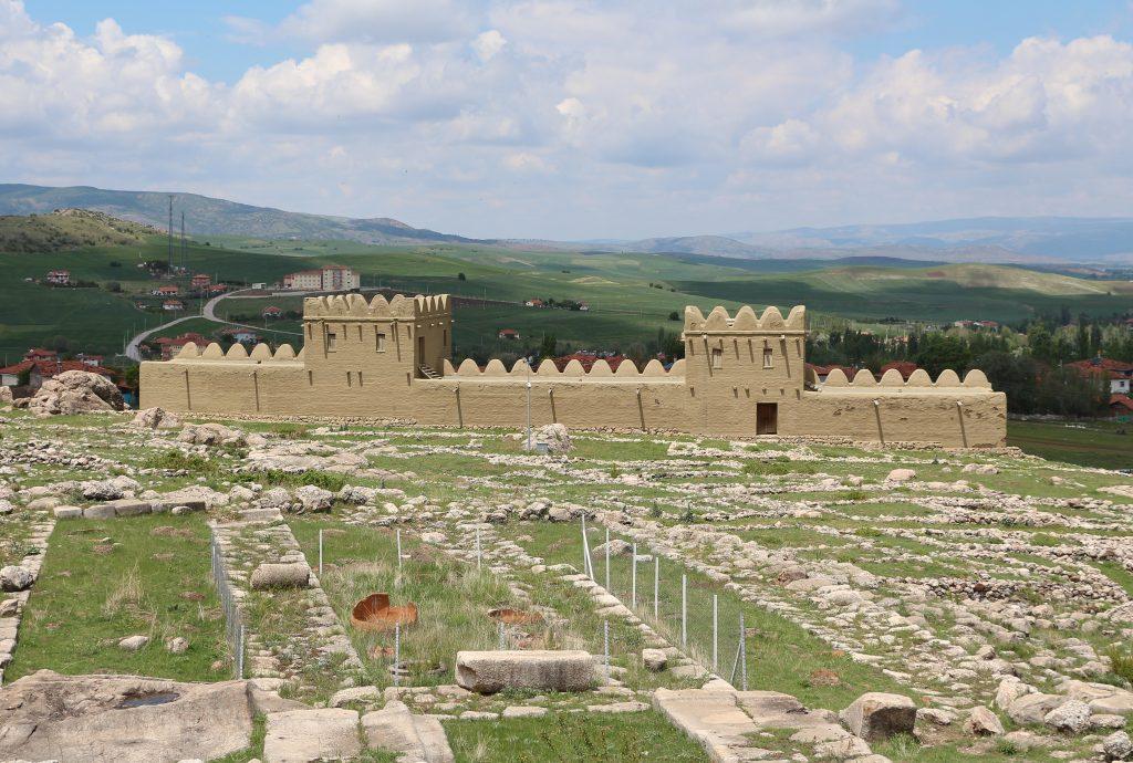 Hattusa, centro abitato dagli Ittiti, è un esempio importante per analizzare il rapporto città-campagna nel contesto economico-ambientale.