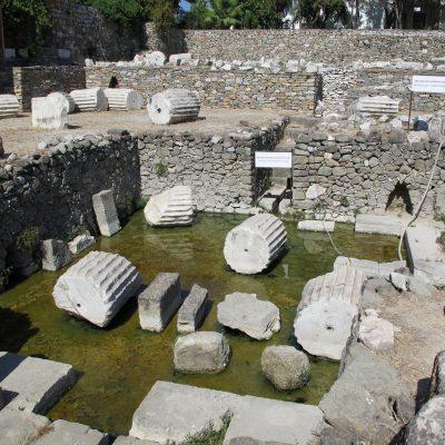 Mausoleo_di_alicarnasso,_vasca_rituale_03